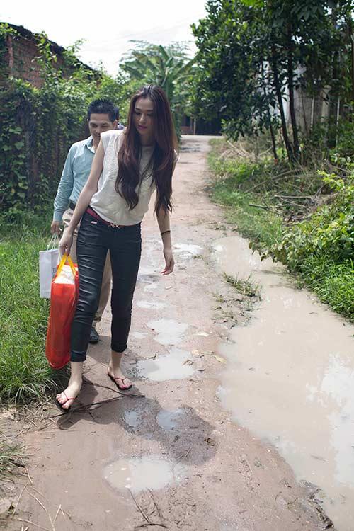 khanh my thoan thoat lam viec nha nong - 1
