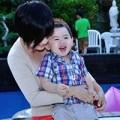 Làng sao - Trizzie Phương Trinh thảnh thơi bên con trai