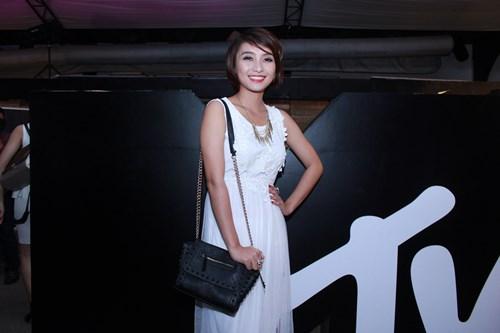 lam chi khanh, huong giang idol than thiet bat ngo - 8