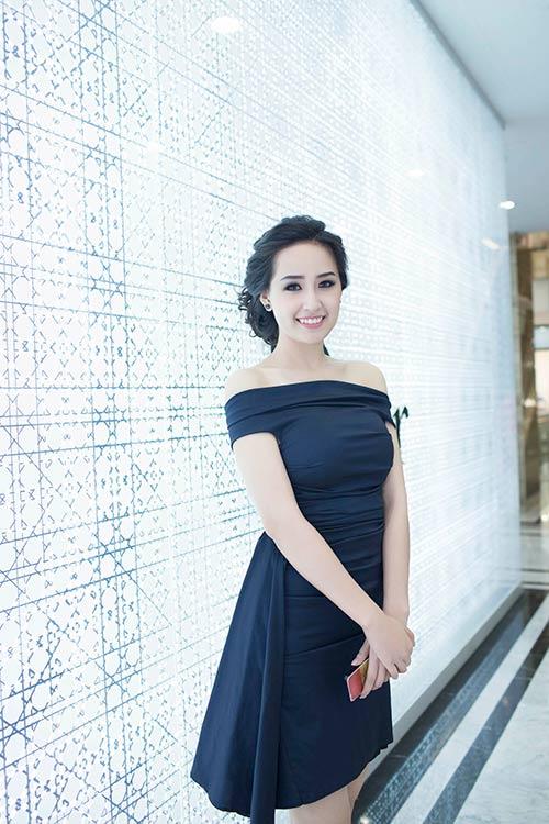 mai phuong thuy kin dao van cuon hut - 12