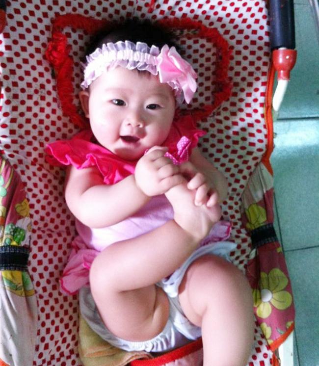Hôm nay, Eva xin giới thiệu với tất cả các bạn một bạn nhỏ đến từ Hải Phòng. Bạn ấy tên là Nguyễn Ngọc Hà, tên gọi ở nhà là Bông. Thật đặc biệt là bạn Bông sinh đúng vào ngày Quốc khánh của đất nước, ngày 2/9/2012 đấy các bạn ạ.