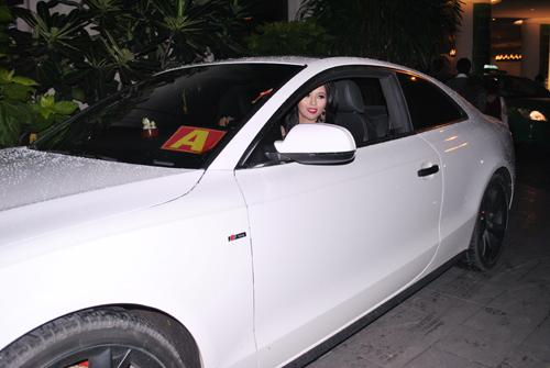 """lai huong thao """"vuot"""" phuong trinh voi xe 2,3 ty - 1"""