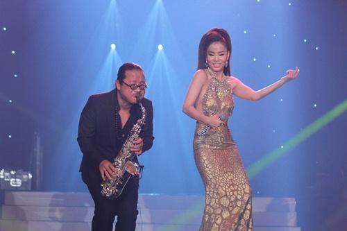 thu minh khang dinh dang cap diva voi liveshow de doi - 8
