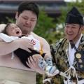 Làm mẹ - Siêu dễ thương lễ hội 'bé thi khóc' ở Nhật