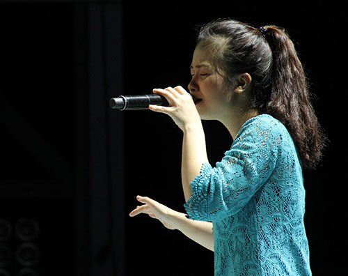 hoang yen the voice lo so vong do van - 1
