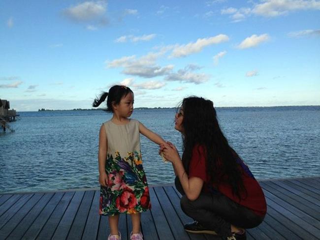 Con gái TriệuVy và doanh nhân Huỳnh Hữu Long tên là Tiểu Tân sinh ngày 11/4/2010 tại Singapore. Bé thường được gọi với cái tên thật mật là 'Tiểu tháng tư'.