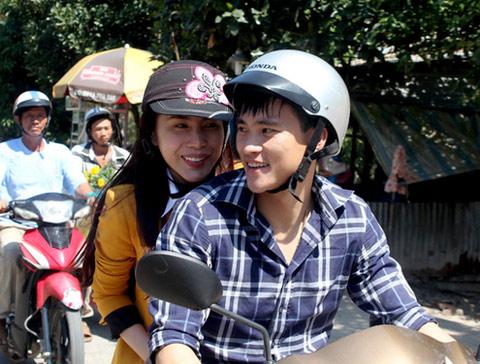 ba cap doi khong cuoi hot nhat showbiz viet - 4