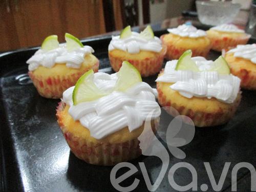 tap lam cupcake bo chanh - 7