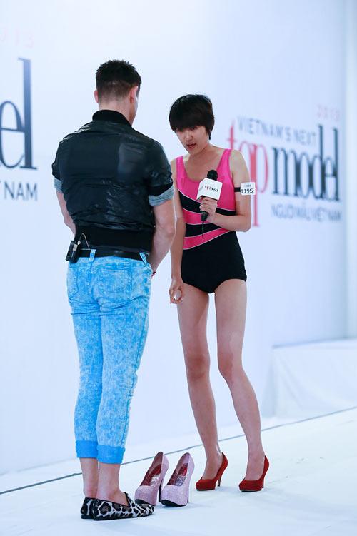 giam khao next top di giay 20cm tro tai catwalk - 10