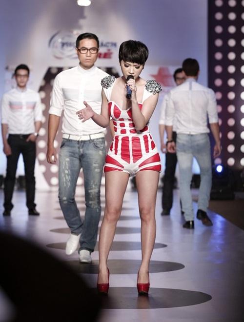 tra my idol khoe dang chuan ben dan mau nam - 3