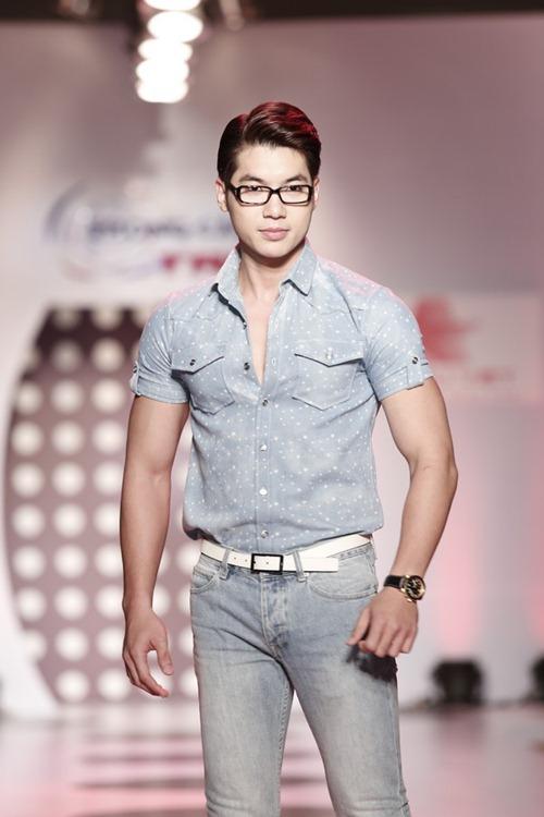 tra my idol khoe dang chuan ben dan mau nam - 8