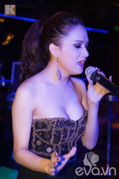 huong giang idol khoe vong 1 cang tron - 10