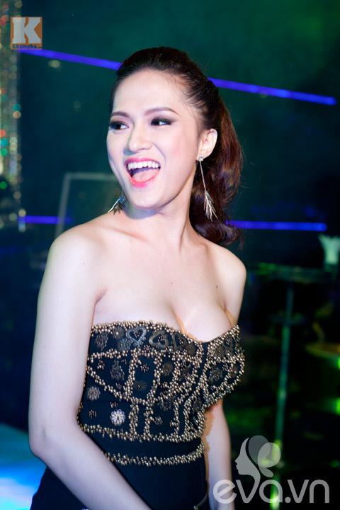 huong giang idol khoe vong 1 cang tron - 13