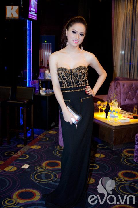 huong giang idol khoe vong 1 cang tron - 2