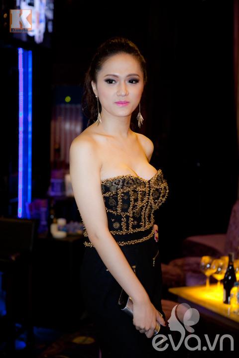 huong giang idol khoe vong 1 cang tron - 5