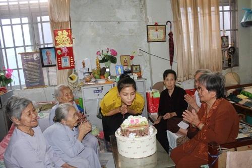 truong thi may don sinh nhat trong vien duong lao - 5