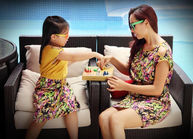 Suli và Suli là hai cô con gái siêu dễ thương của cựu người mẫu kiêm nữ giám khảo xinh đẹp của VN's Got Talent.