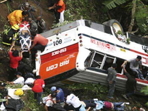 tai nan xe bus malaysia, 37 nguoi thiet mang - 3