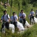 Tin tức - Rước dâu tập thể bằng... xe đạp