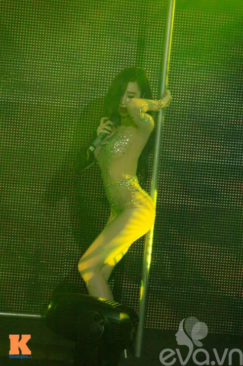 angela phuong trinh lai mua cot gay soc - 10