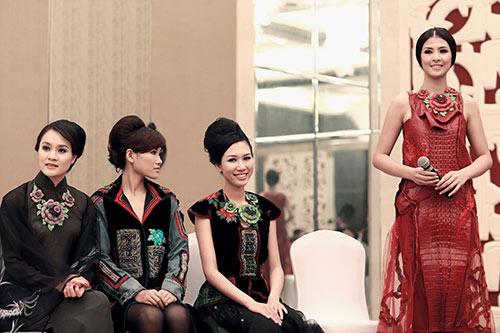 """ngoc han, nguyen thi loan """"ru nhau"""" sang phap - 3"""
