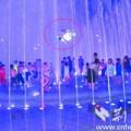 Tin tức - TQ: Bé trai bị vòi phun nước hất tung 2 mét