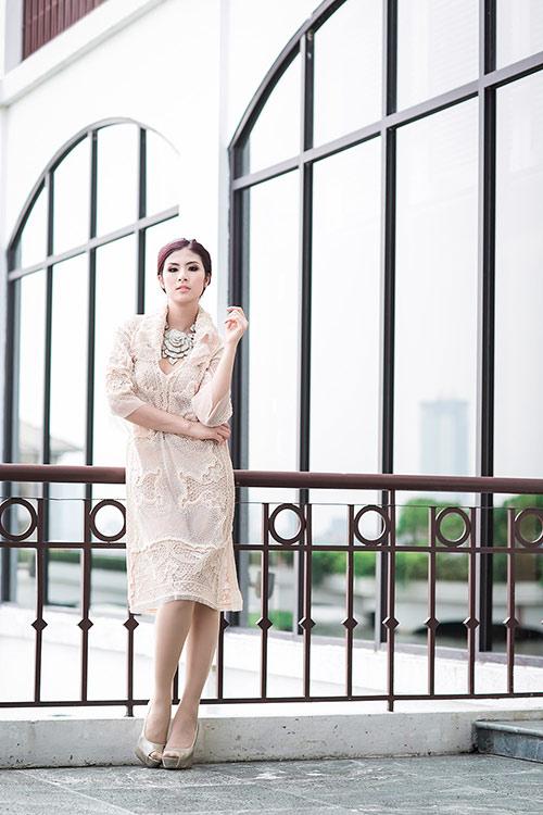 "ngoc han bat ngo deo vong co hinh hoa ""khung"" - 5"