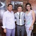 Làng sao - Bố mẹ chồng Hà Tăng hào hứng xem Mr Đàm hát