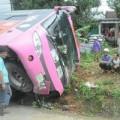 Tin tức - Lật xe khách, 30 người thoát chết