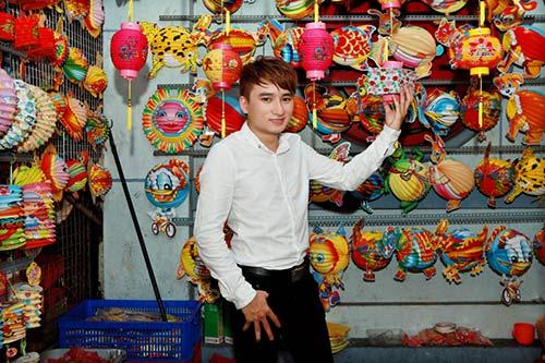 phan manh quynh dao pho long den cung hot girl - 1