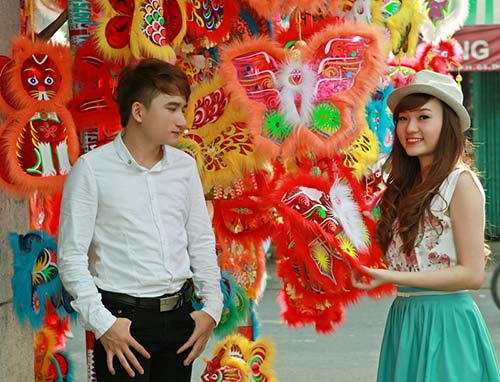 phan manh quynh dao pho long den cung hot girl - 4