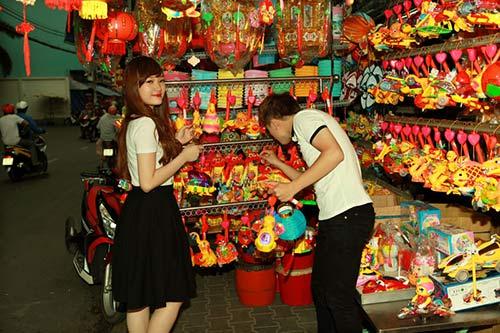 phan manh quynh dao pho long den cung hot girl - 7