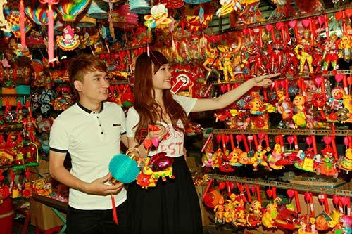 phan manh quynh dao pho long den cung hot girl - 9