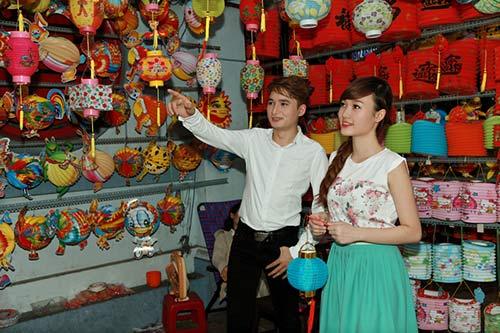 phan manh quynh dao pho long den cung hot girl - 5