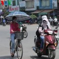 Tin tức - Hà Nội: Ngày nắng nóng, chiều tối có mưa dông