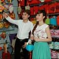 Người nổi tiếng - Phan Mạnh Quỳnh dạo phố lồng đèn cùng hot girl
