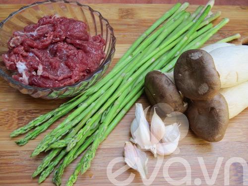 Nấm đùi gà xào thịt bò măng tây - 1