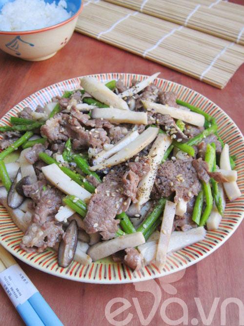 Nấm đùi gà xào thịt bò măng tây - 10