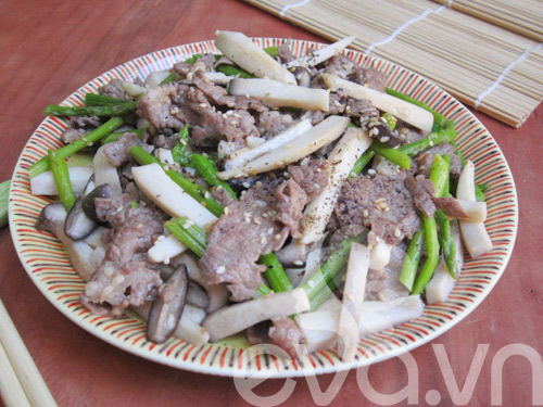 Nấm đùi gà xào thịt bò măng tây - 11