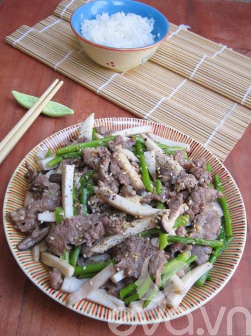 Nấm đùi gà xào thịt bò măng tây - 8