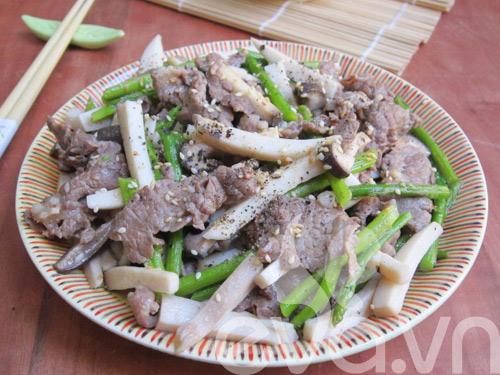 Nấm đùi gà xào thịt bò măng tây - 9