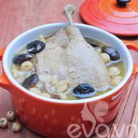 Vịt hầm hạt sen: Ăn thử là mê!