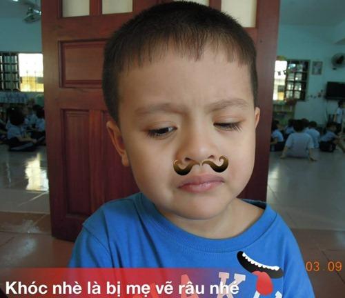 """Con trai Thanh Thúy """"khóc như mưa"""" ngày đầu đi học - 1"""