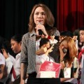 Làng sao - Mỹ Tâm bật khóc trong chuyến đi từ thiện tại Huế