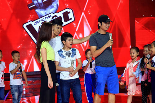 "ban gai tran thanh cung ""me"" the voice kids - 10"