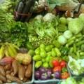 Mua sắm - Giá cả - Hà Nội: Mưa lớn, giá rau xanh tăng vọt