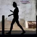 Sức khỏe - Có nên nghe nhạc trong lúc đi bộ?