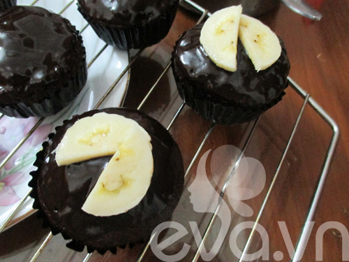 banh cupcake so co la chuoi - 8