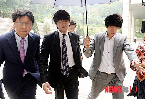 ryu si won bi phat 136 trieu dong vi danh vo - 1