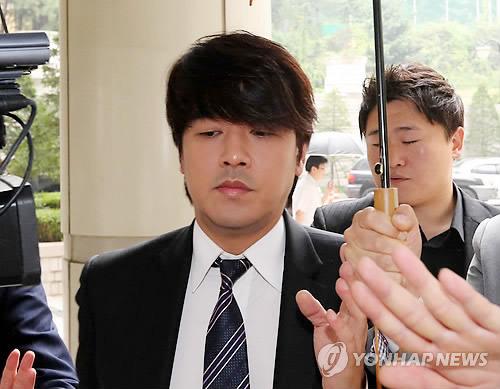 ryu si won bi phat 136 trieu dong vi danh vo - 4